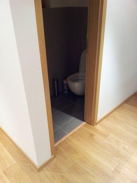 la pose des plinthes et des seuils de portes la maison. Black Bedroom Furniture Sets. Home Design Ideas