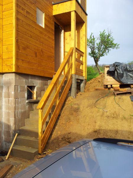 La Realisation De L Auvent Sur L Escalier Exterieur La Maison De