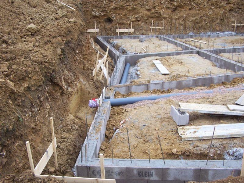 la maison de wanda et jean marc la construction du sous sol. Black Bedroom Furniture Sets. Home Design Ideas